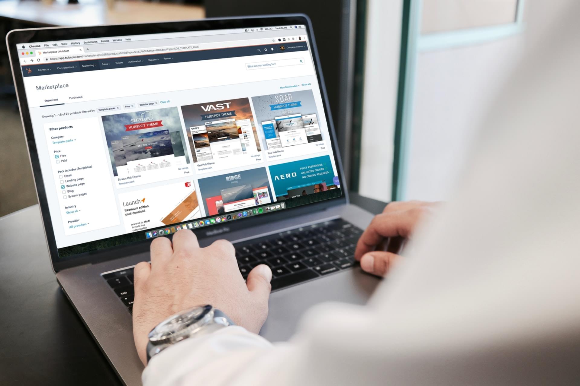 Online Shop auf Laptop