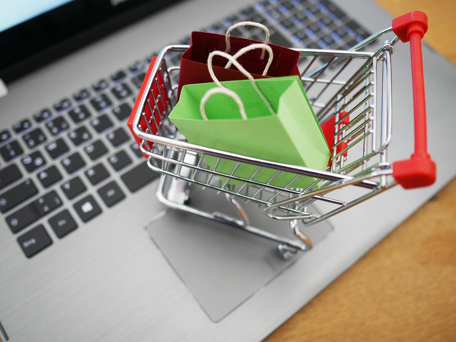 Shopping Cart auf Laptop