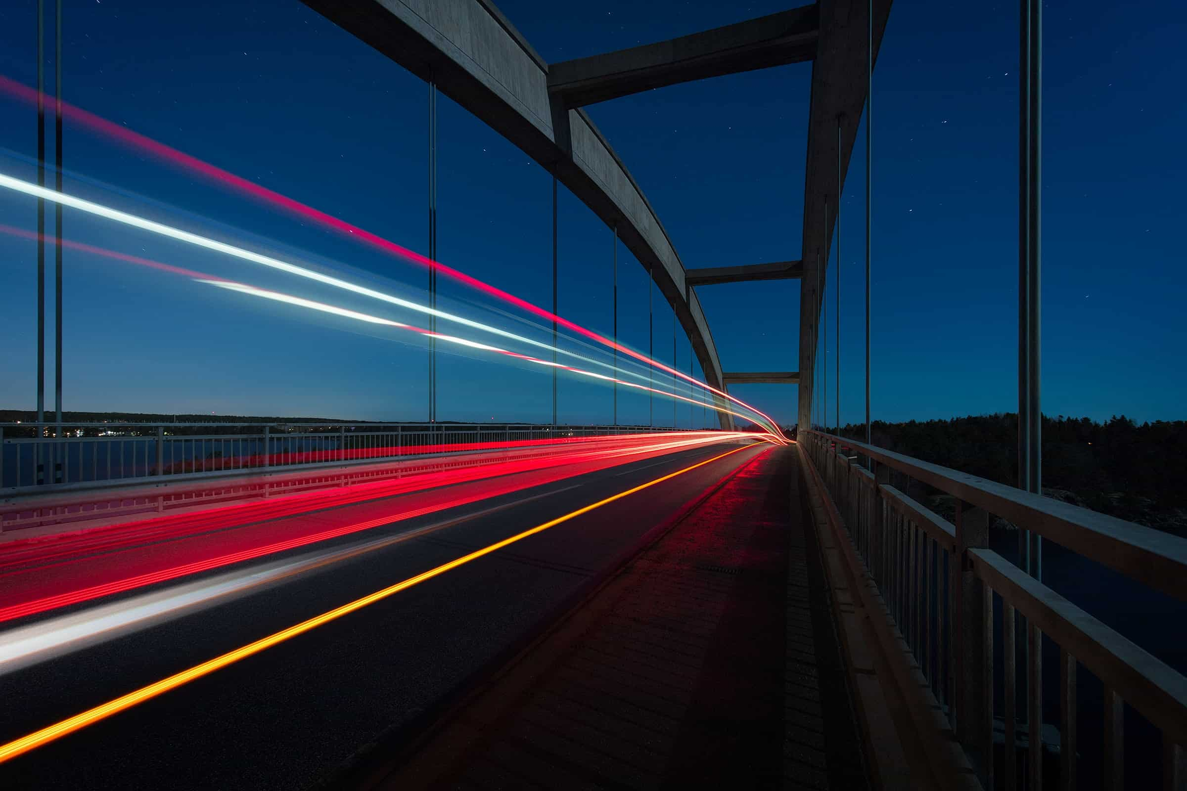 Brücke mit Lichtern