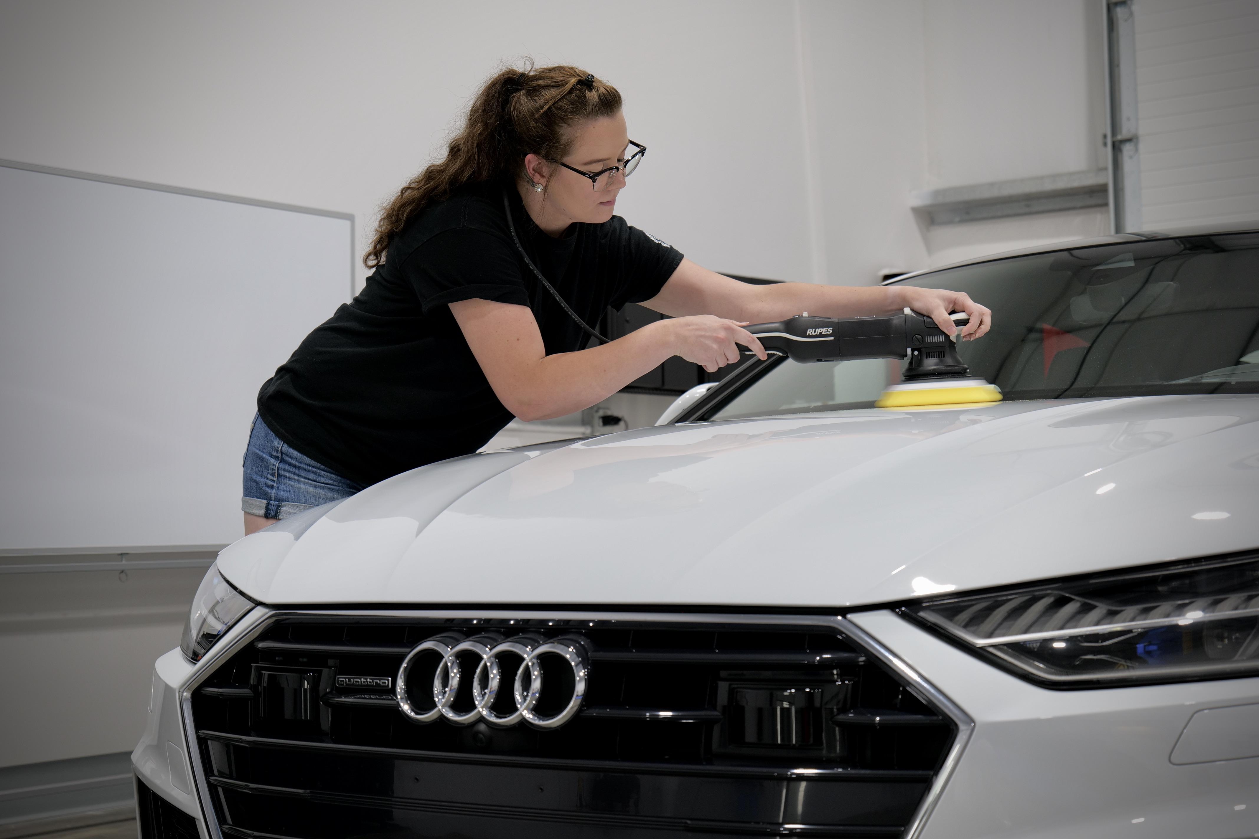 Polishing Audi A7