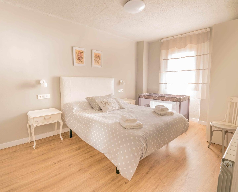 Habitacion con cama doble en casa rural Praxedes Enea (Añorbe)