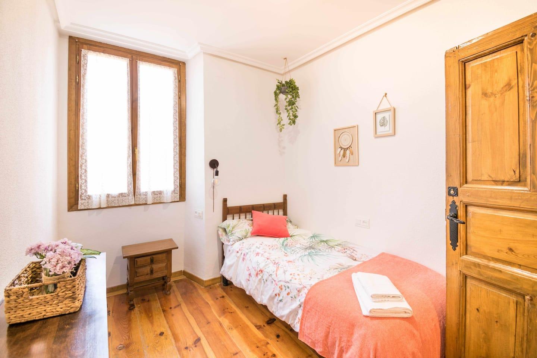 Habitación individual casa Ronda del Castillo (Olite)