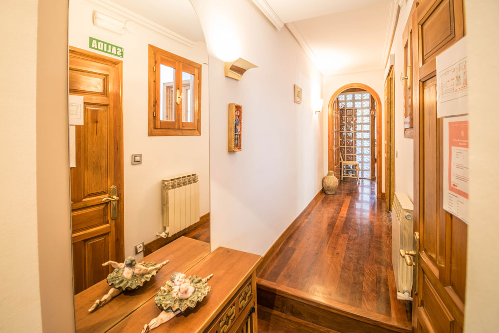 Entrada y pasillo Casa Maitetxu (Puente la Reina)