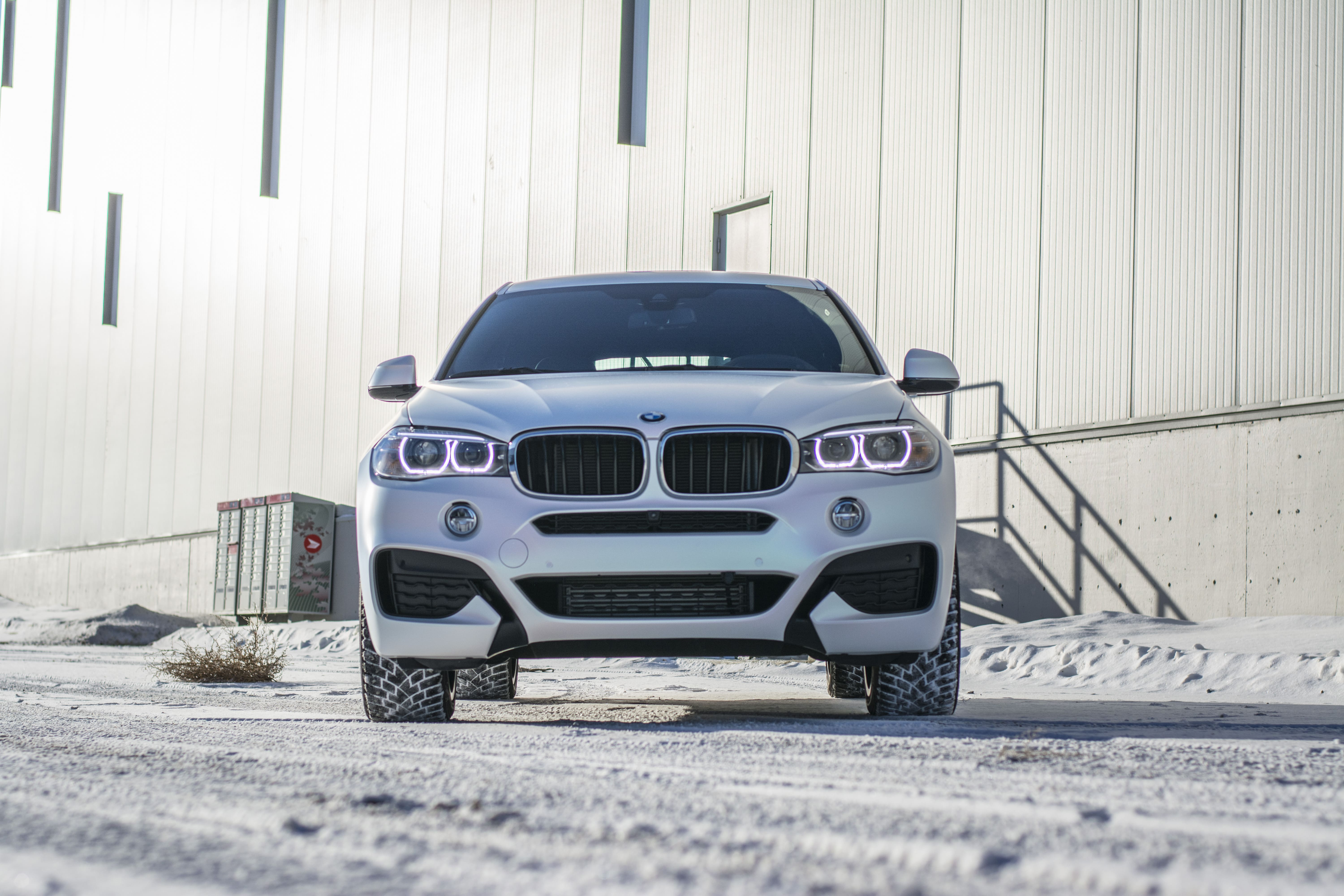 BMW X8 wrapped in KPMF Matte Aurora Pearl from front.