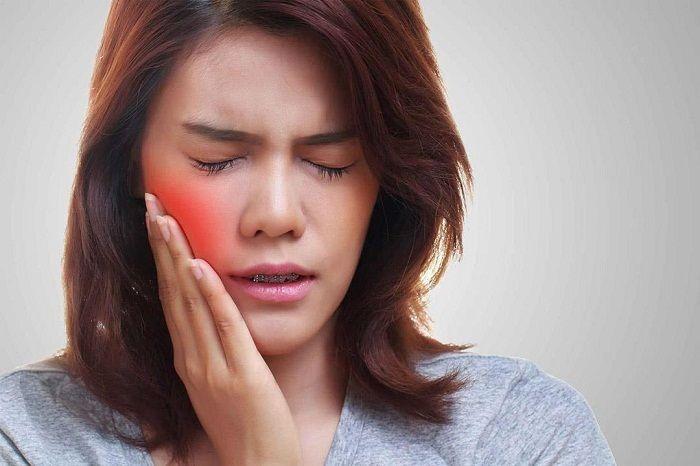 Bị sưng 1 bên má phải không đau là bệnh gì?