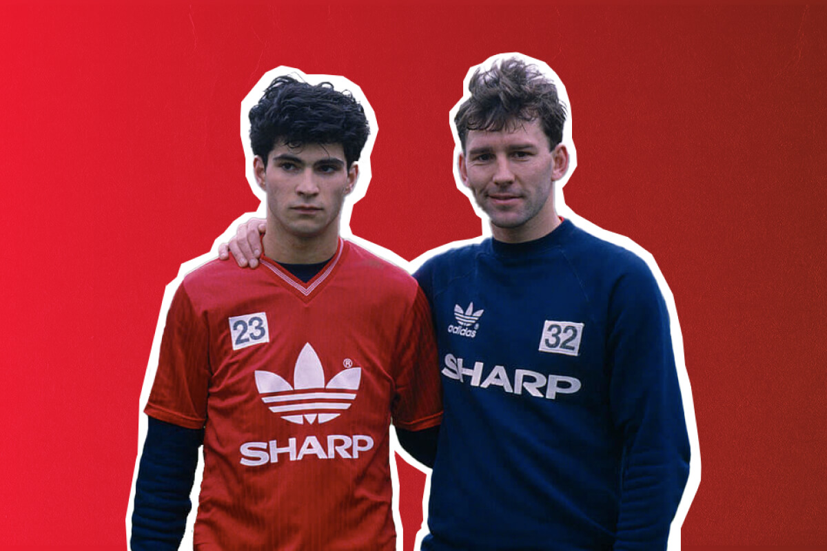 Giuliano Maiorana poses with Bryan Robson after signing for Manchester United