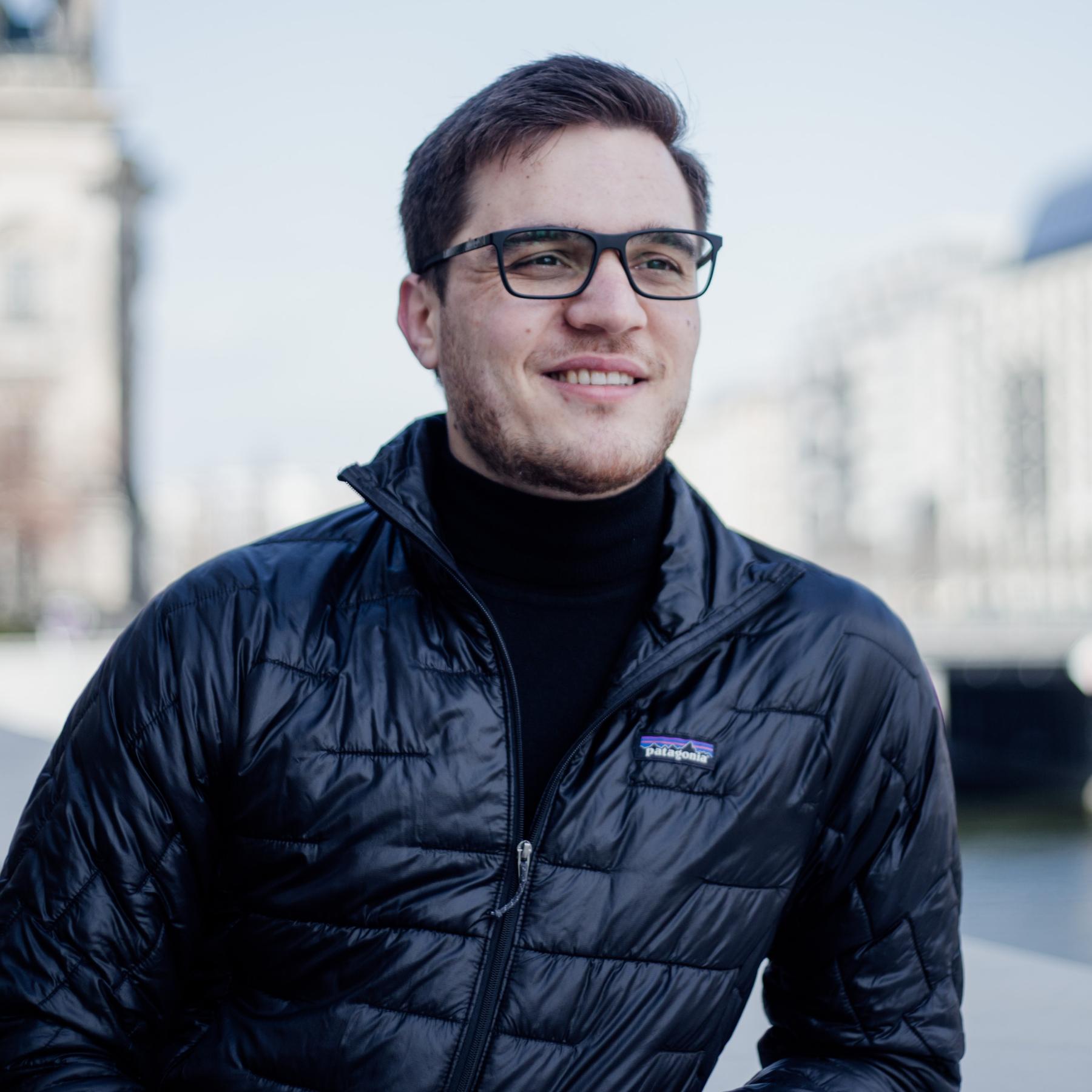 Dragos Nedelcu - Expert Software Coach at CodeWithDragos