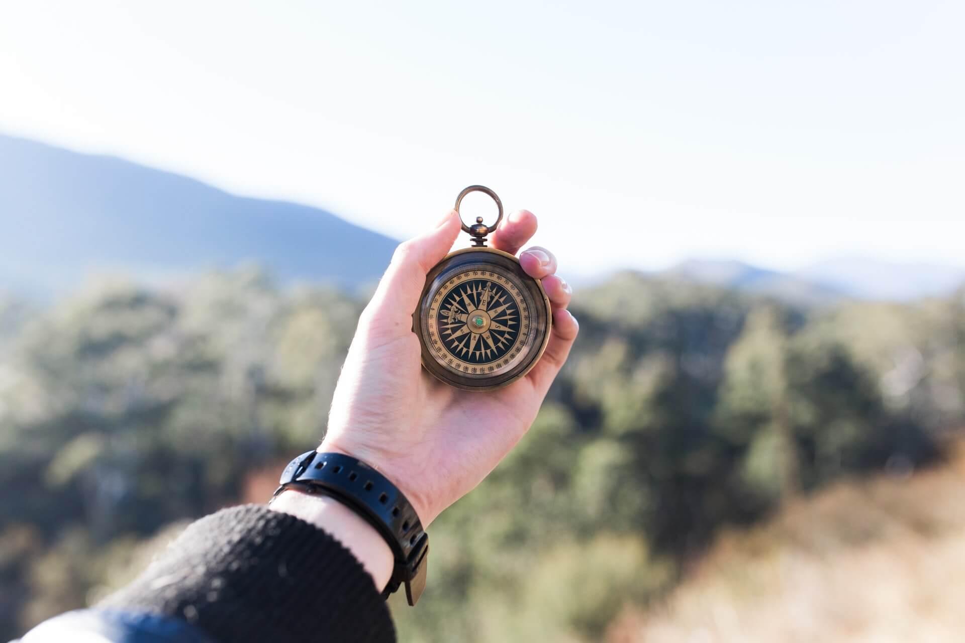 En kompass som symboliserar kundresan