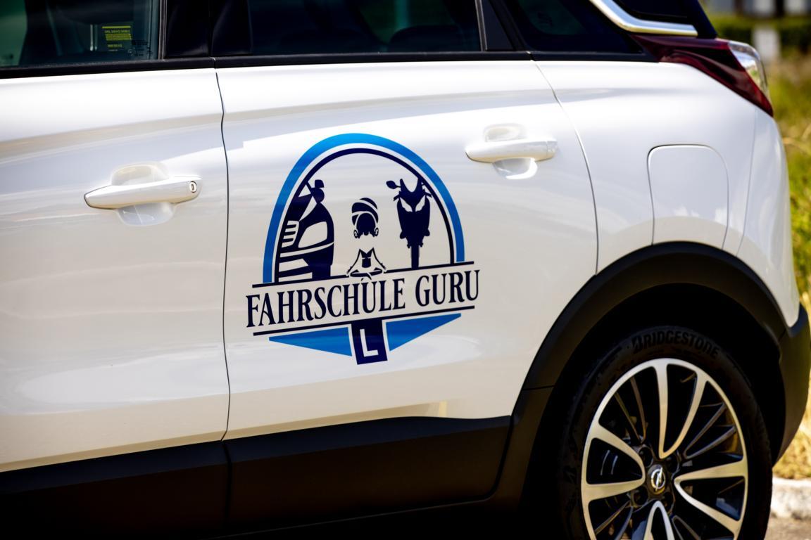 Fahrschulauto der Fahrschule Guru Zürich