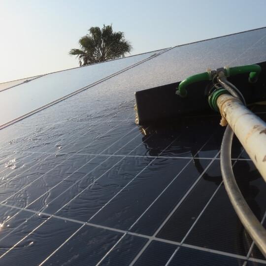 como-lavar-placa-solar