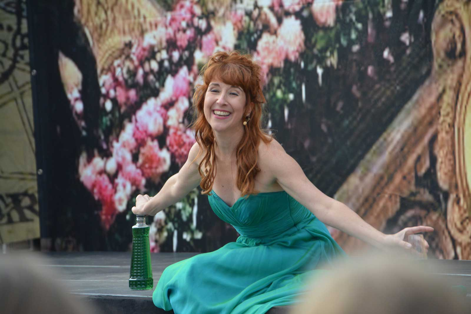 Svenja singing Pauline