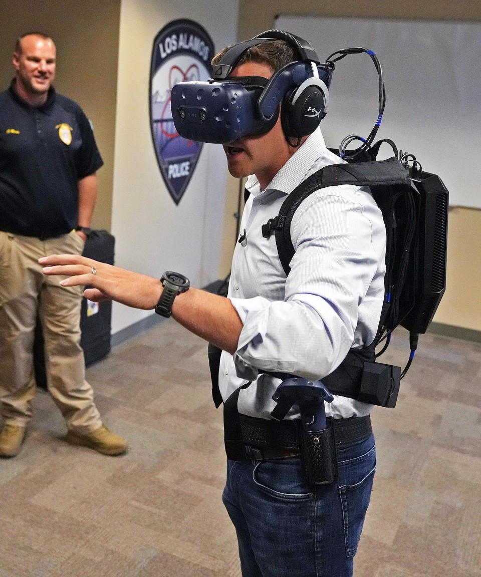 LAPD Sgt. Chris Ross looks on as KOB 4 reporter Ryan Laughlin joined the Los Alamos Daily Post today in covering a virtual reality training session at the LAPD