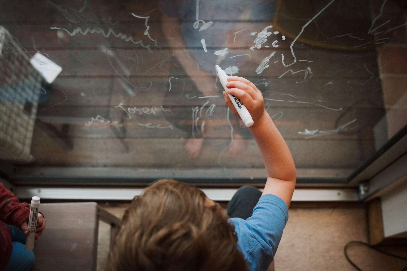 Real family photography, boy drawing on the window, The Ginger Collective Photography
