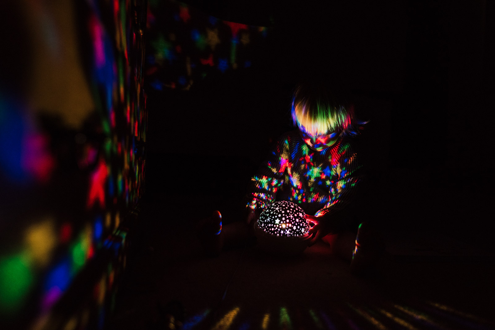 Imaginative family photography, girl playing with light, The Ginger Collective Photography