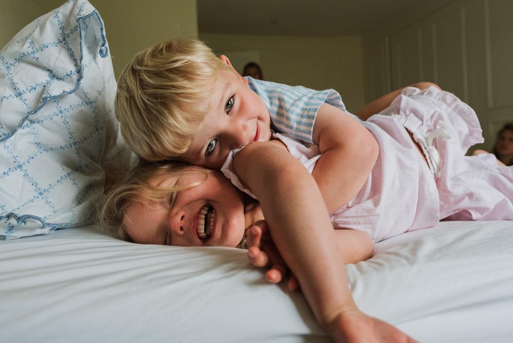 Family photographer Newbury, Berkshire. Two children playing