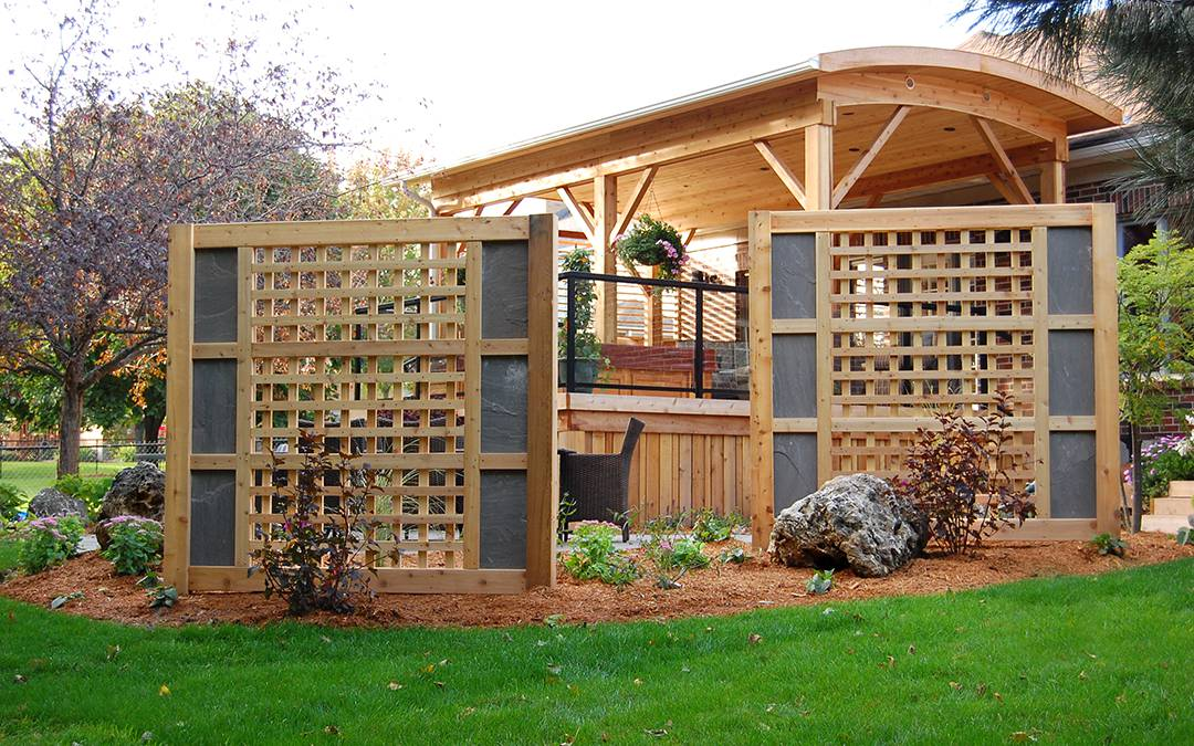 A garden with wooden grated structures for design.