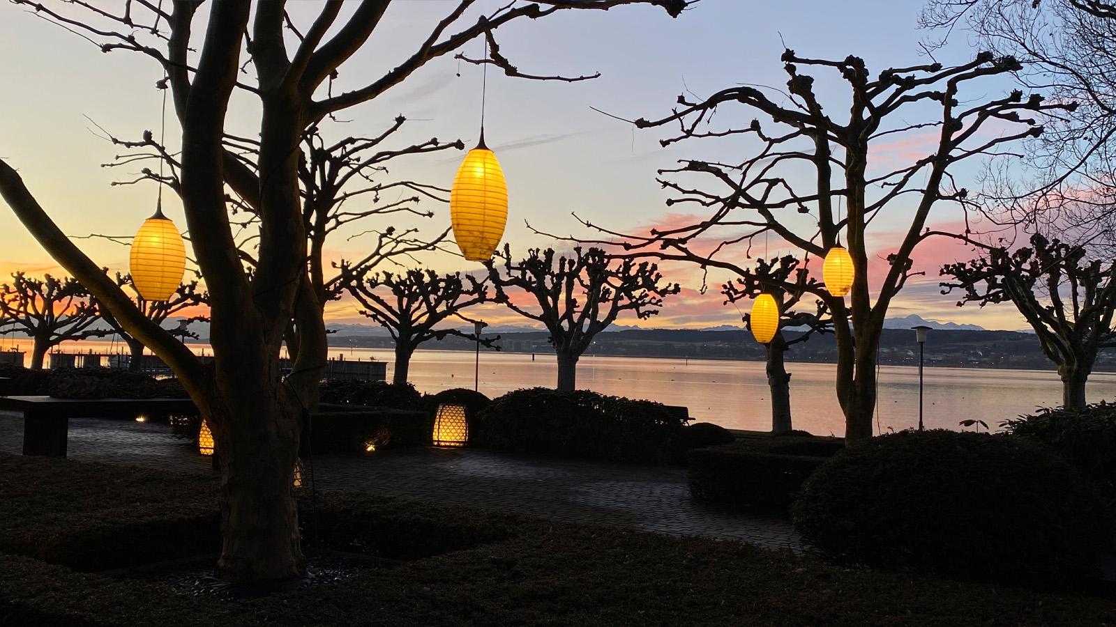 Romantische Abende bei leckerem Essen auf der Seeterrasse Hotel/Restaurant Riva - Ferienwohnung Roos Konstanz
