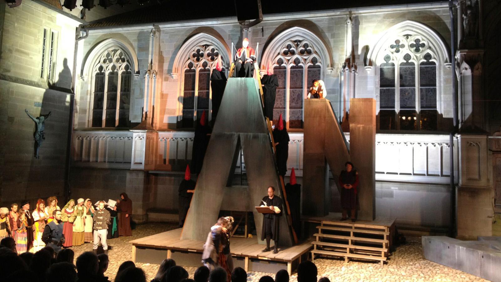 Freilichtbühne am Münster mit Open-Air Theateraufführung - Fewo Roos Konstanz