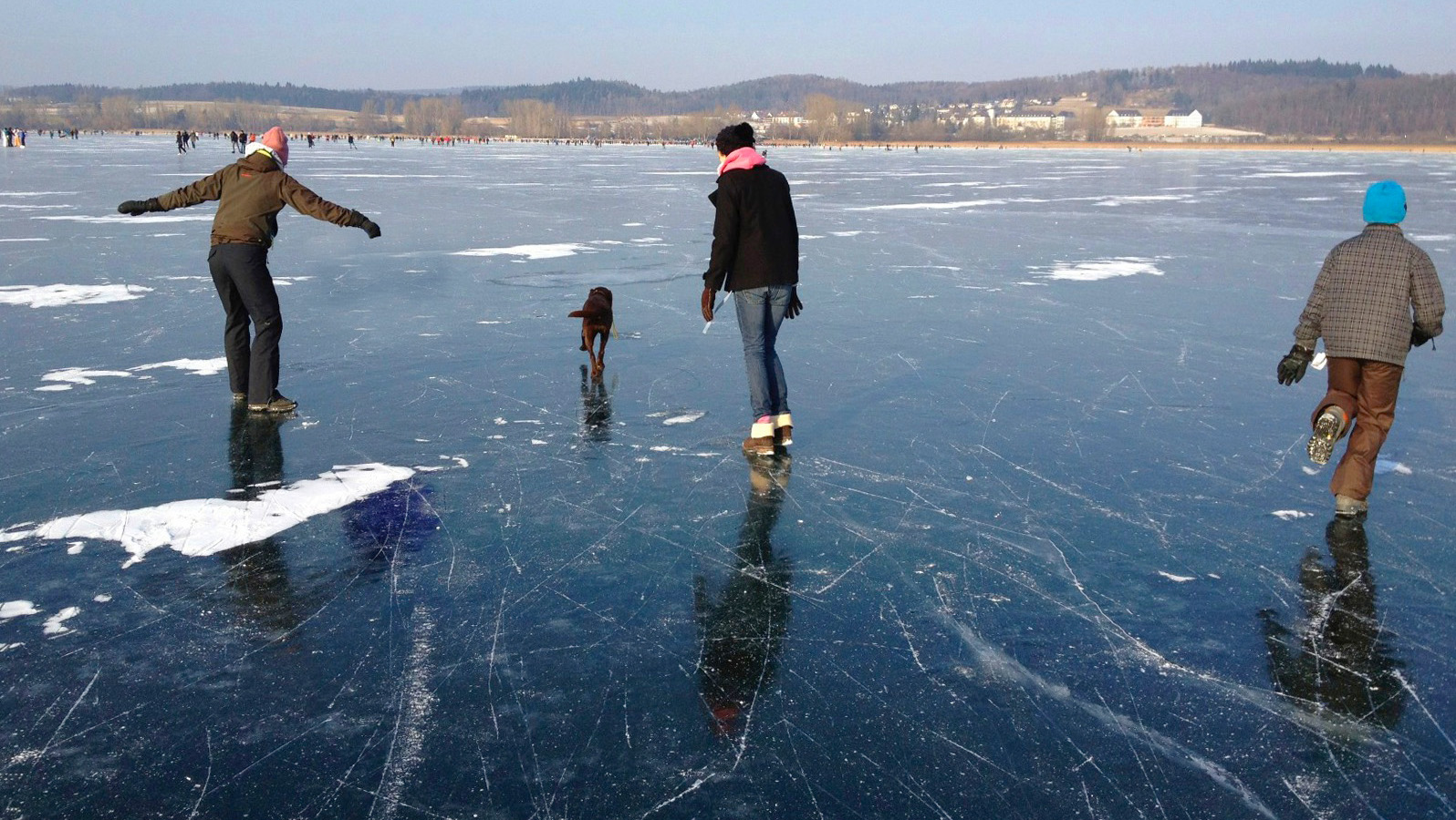 Wenn der Bodensee zugefroren ist haben alle viel Spass im Winter...