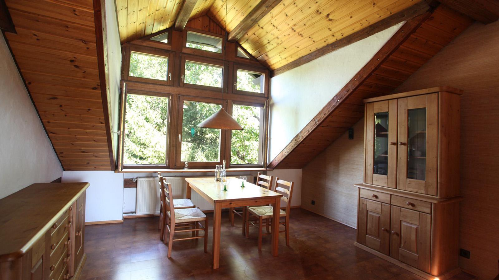 Großes helles Wohn- und Esszimmer in der Ferienwohnung Roos Konstanz Bodensee