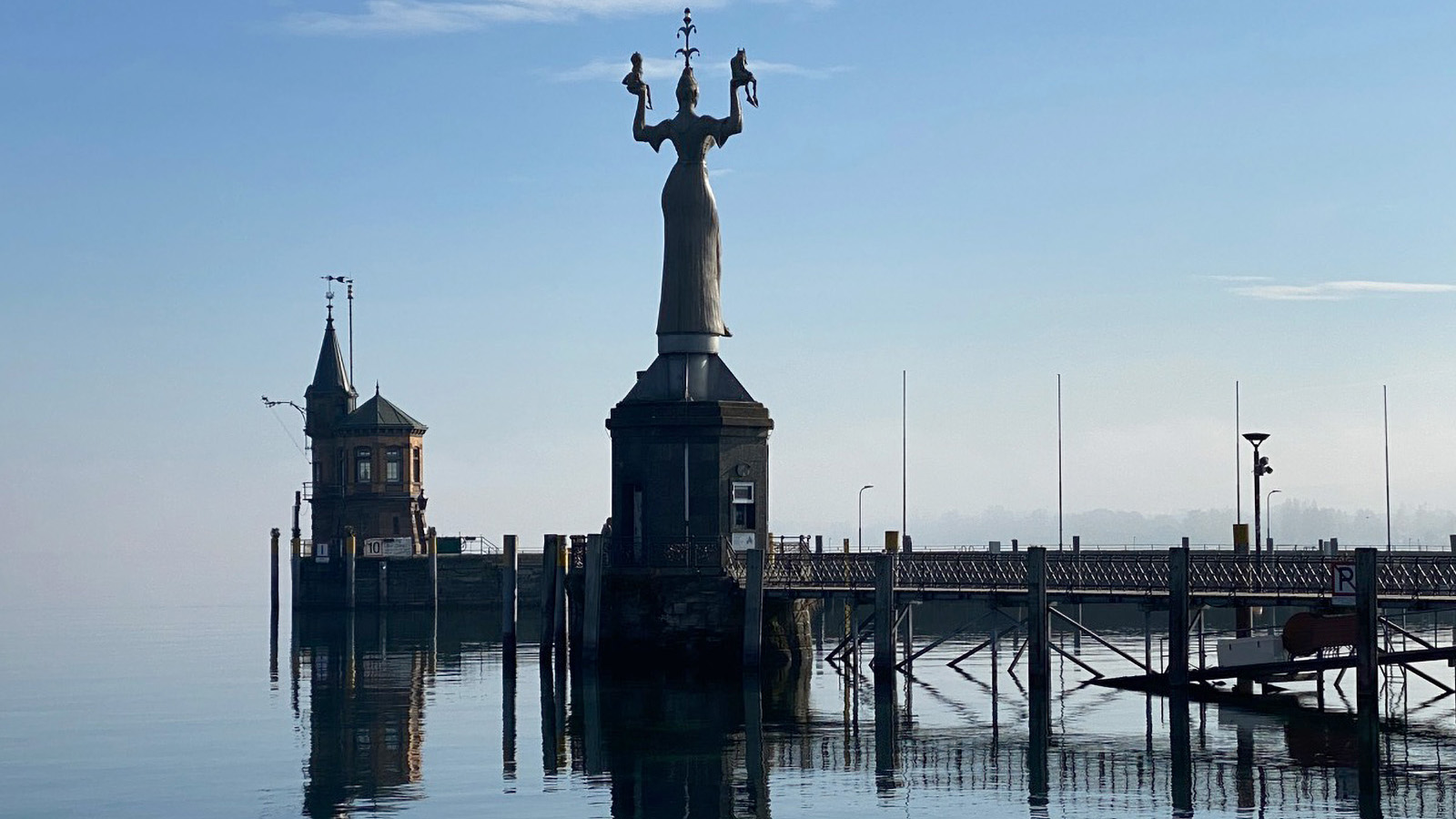 Imperia Statue am Konstanzer Hafen Bodensee - unweit Fewo Roos