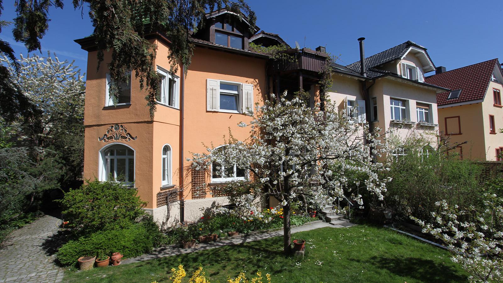 Ferienwohnung Roos Konstanz Bodensee Hausansicht Sommer