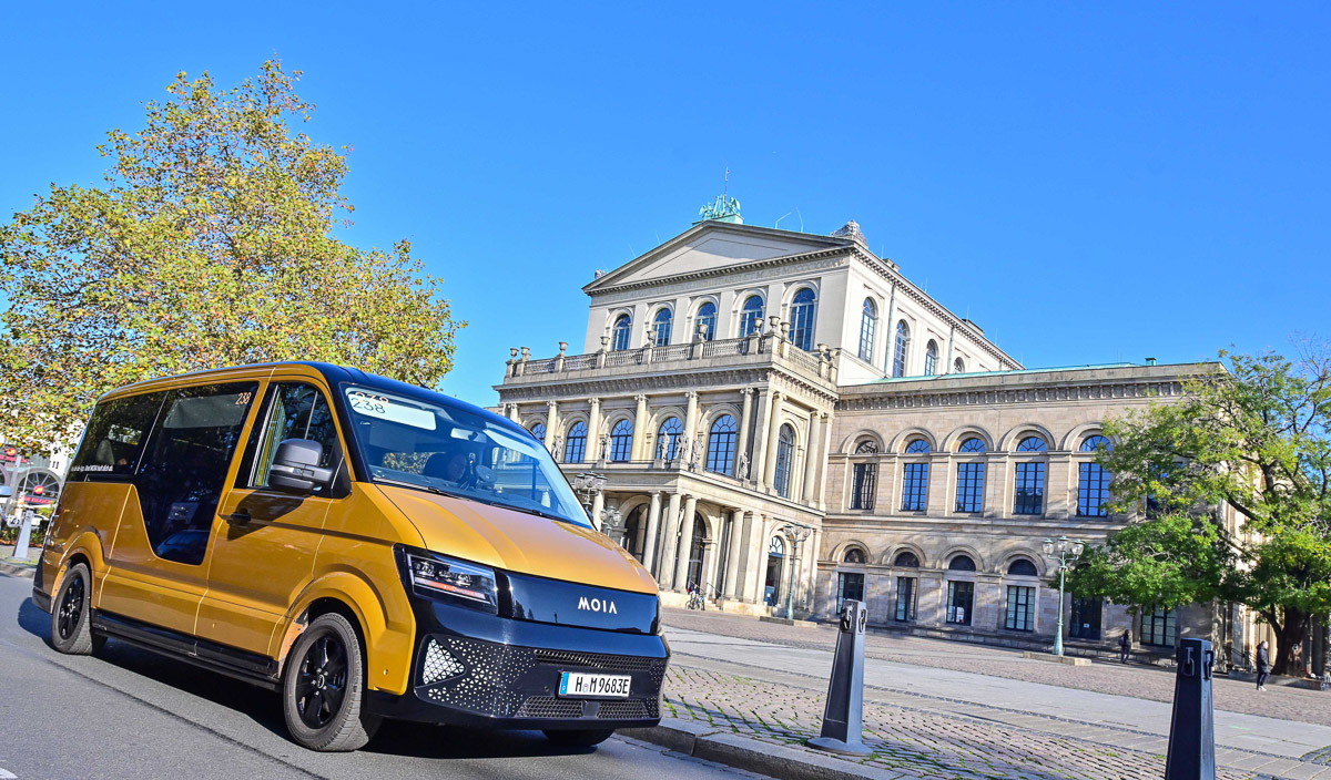 MOIA launched Europe's largest electric ridesharing service in Hamburg, while being the ridesharing specialist within the VW Group. Starting in 2019, the electric fleet has then been gradually expanded to 500 vehicles in the North German city.