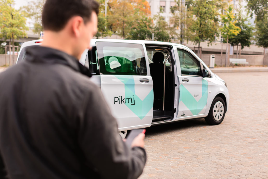 """Mobility provider Viavan and the City of Zurich launched a ridepooling service for an 18 months trial. Starting in 11/2020 with the name """"Pikmi"""", further partners include the vehicle provider Mobility, which uses the cars for rental during daytime."""