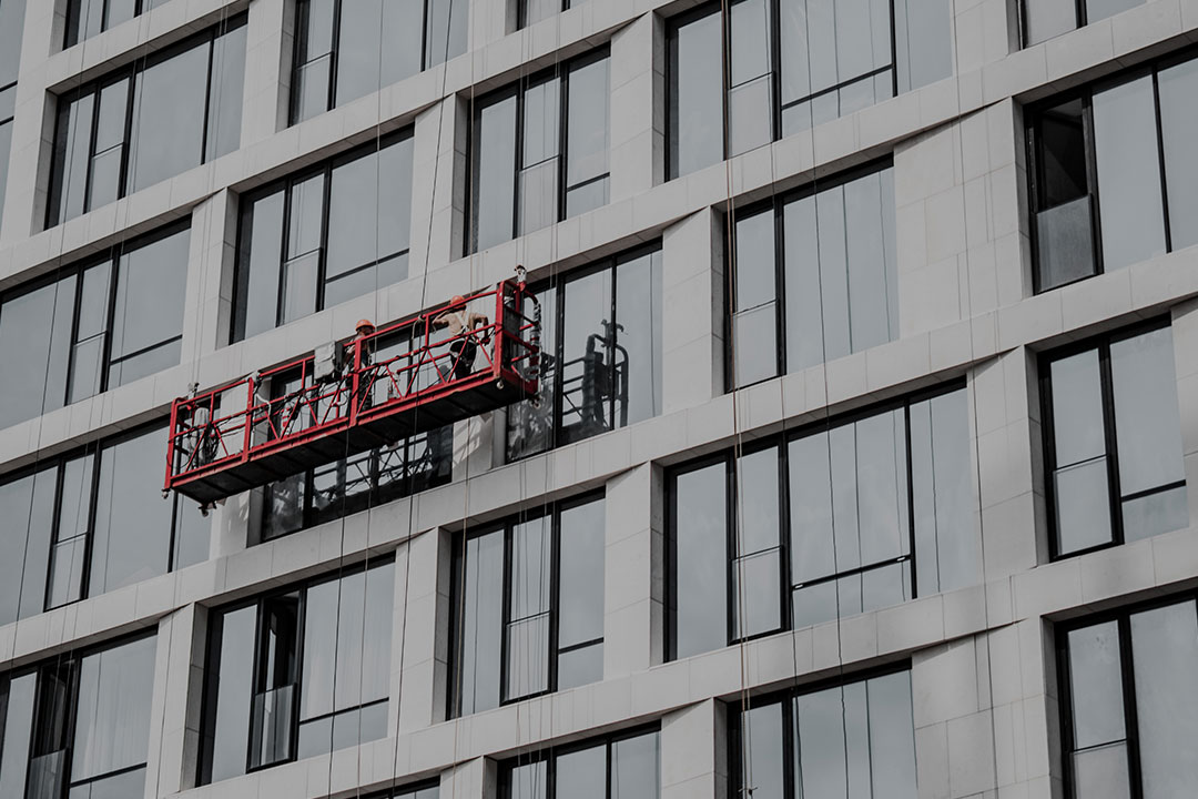 How to Choose the Right Commercial Window Cleaning Provider