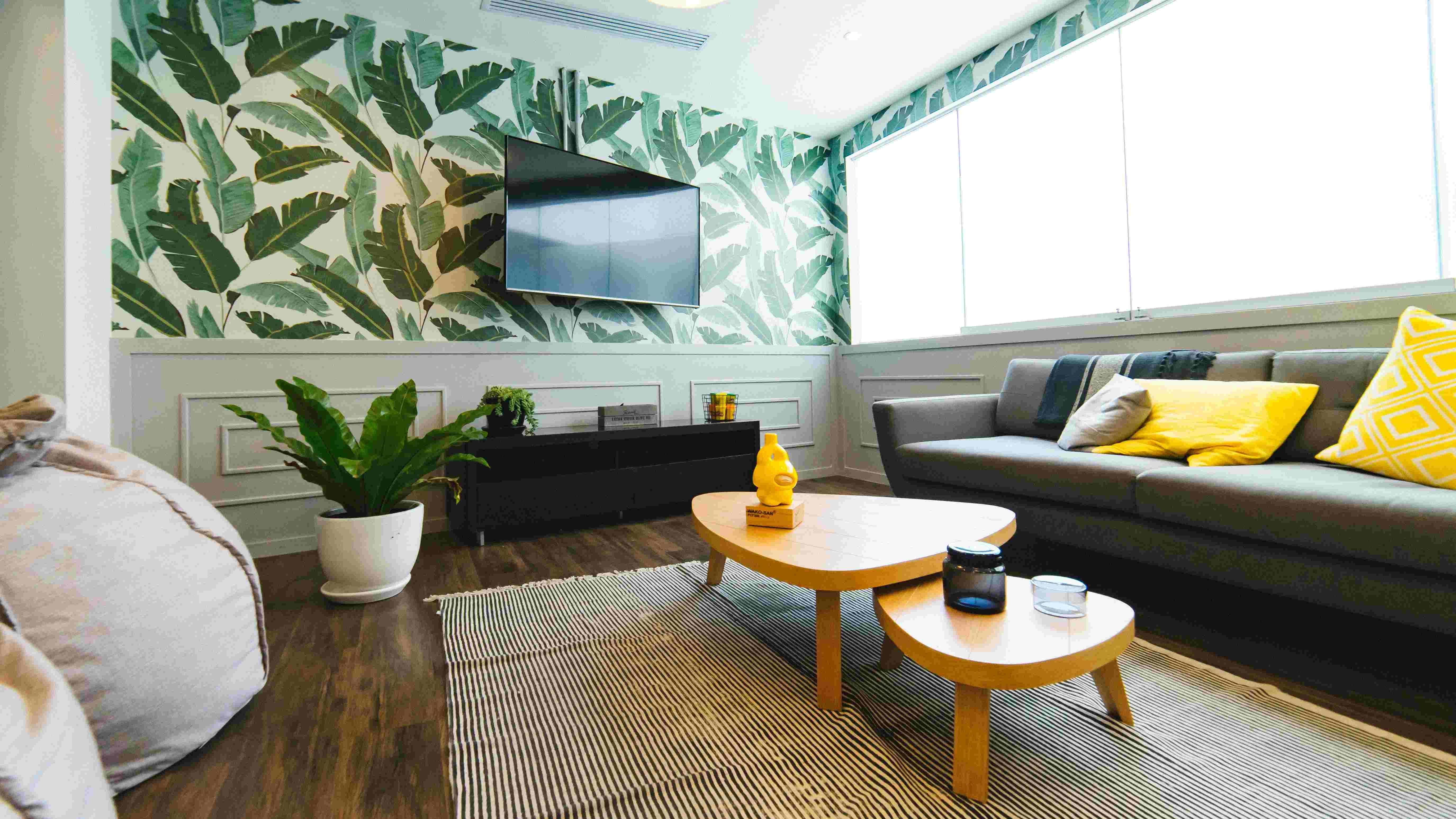wallpaper-with-leaf-artwork