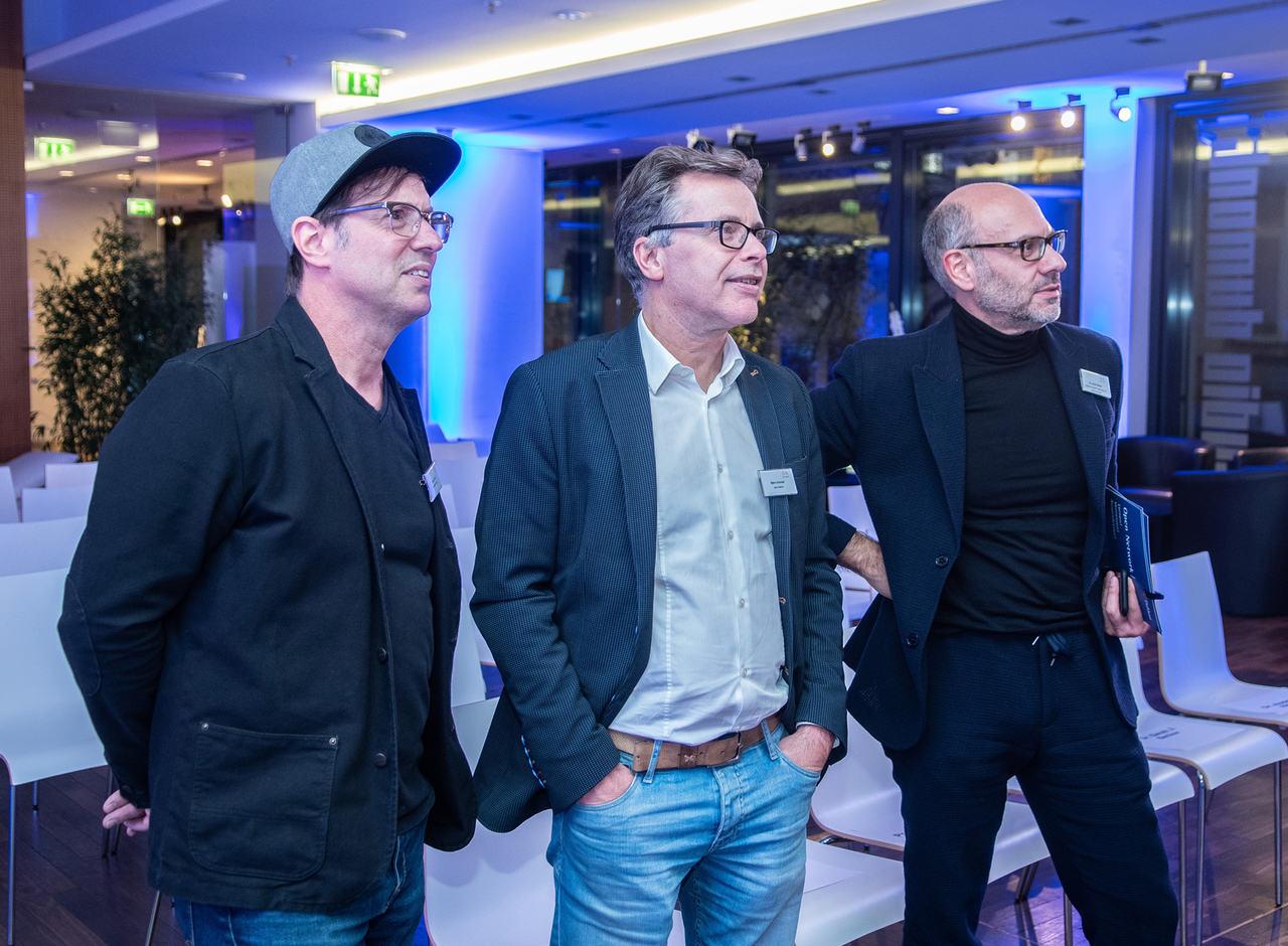 Opposition Studios Gründer Franco Parisi, studio Dumont Gründer Björn Schmidt und idigiT Gründer Dr. André Nemat zusammen beim Dumont Open Network Event