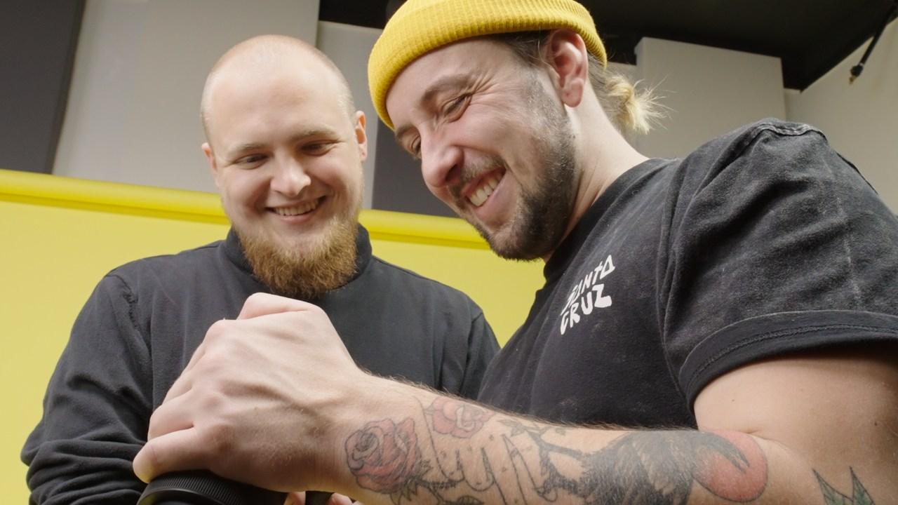 Joco und Manu im Studio B bei den Drehaufnahmen für Nicos Abschlussfilm