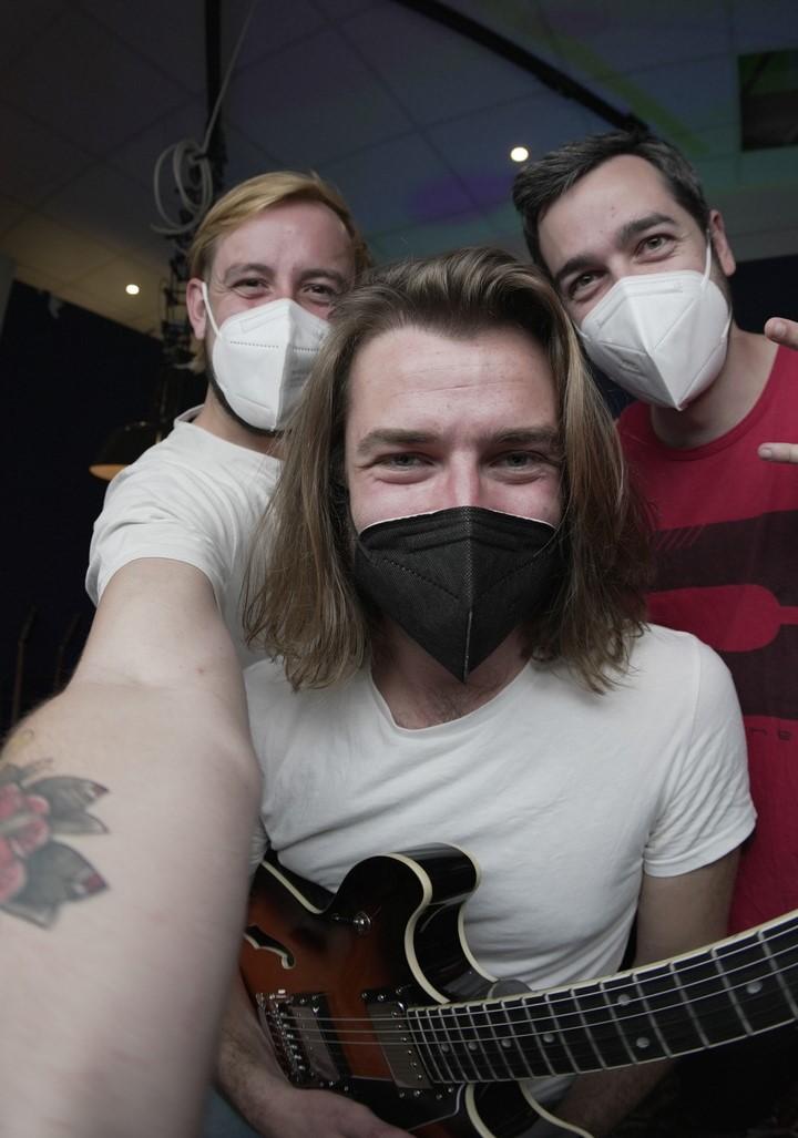 Selfie von Manu, Benedikt Schlereth und Nico mit FFP2-Masken