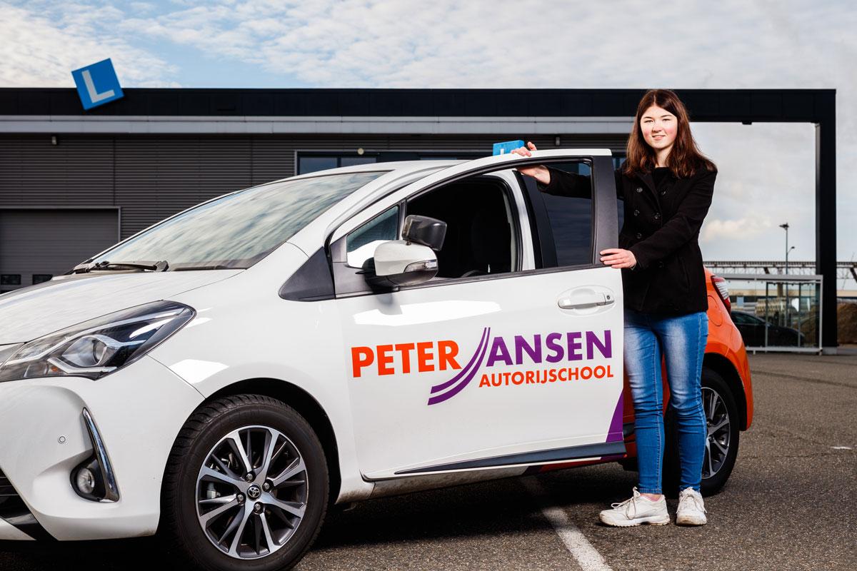 vrouw met lesauto Peter Jansen