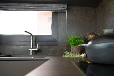 Spülbecken in einer modernen Küche