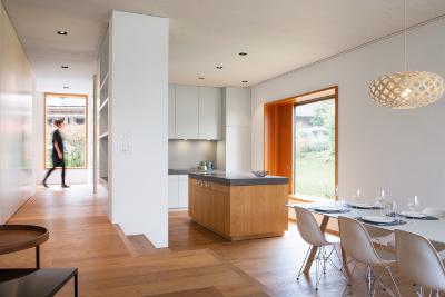 Moderne Holzküche