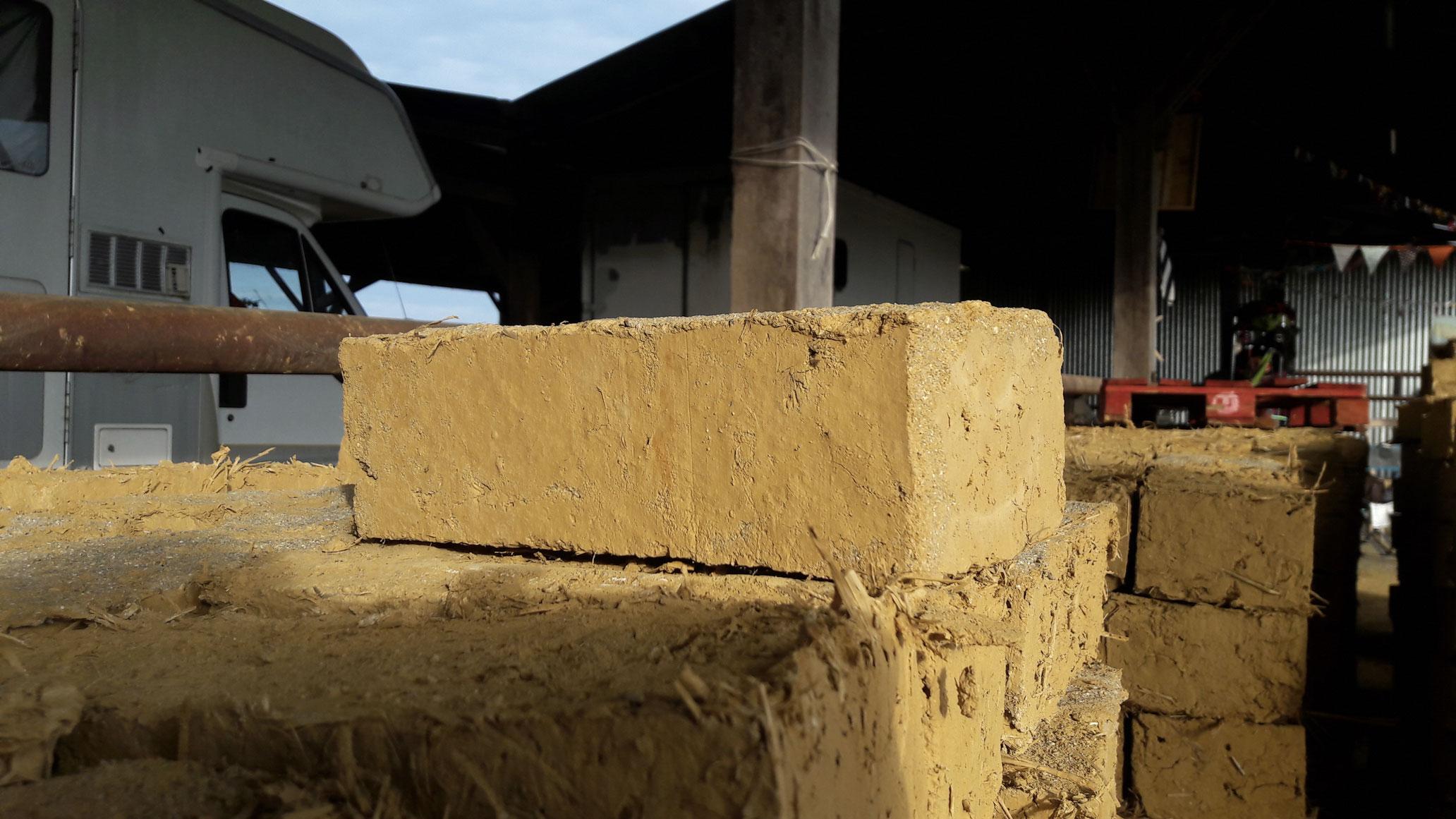 Brique de terre crue