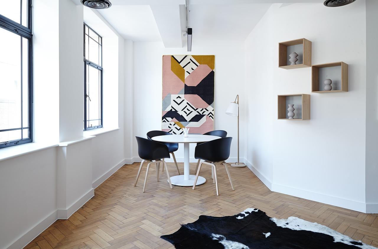 Kuva ruokahuoneesta modernilla sisustuksella