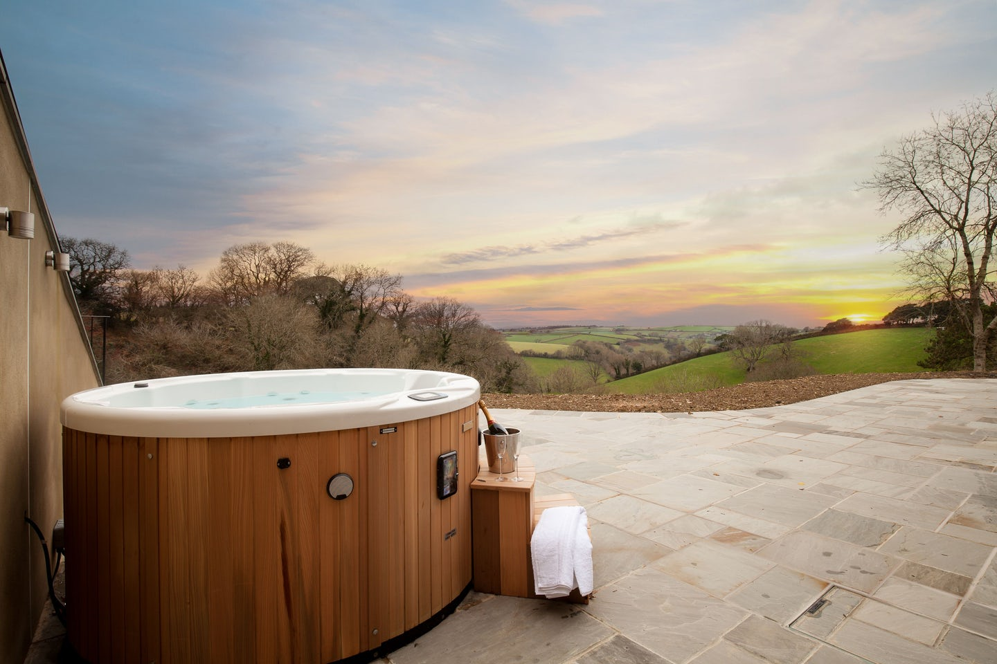 Luxury cottages with hot tubs