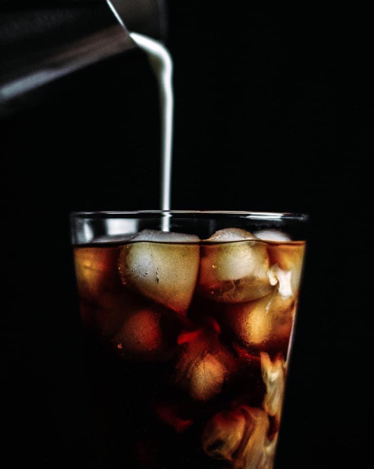 Ecluse No10 - Lait versé dans café glacé