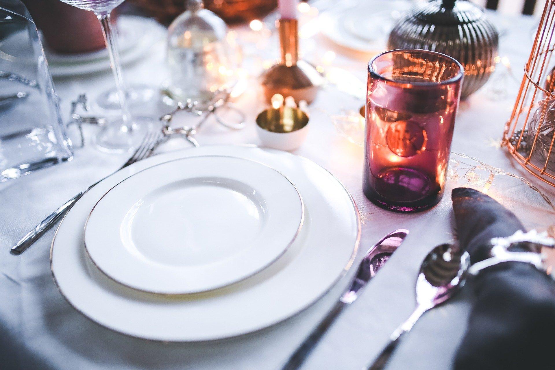 Table de restaurant dressée-Koopr-Karolina-Grabowska