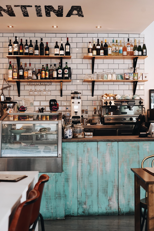 Intérieur d'un bar-Koopr-Oscar-Nord-Unsplash
