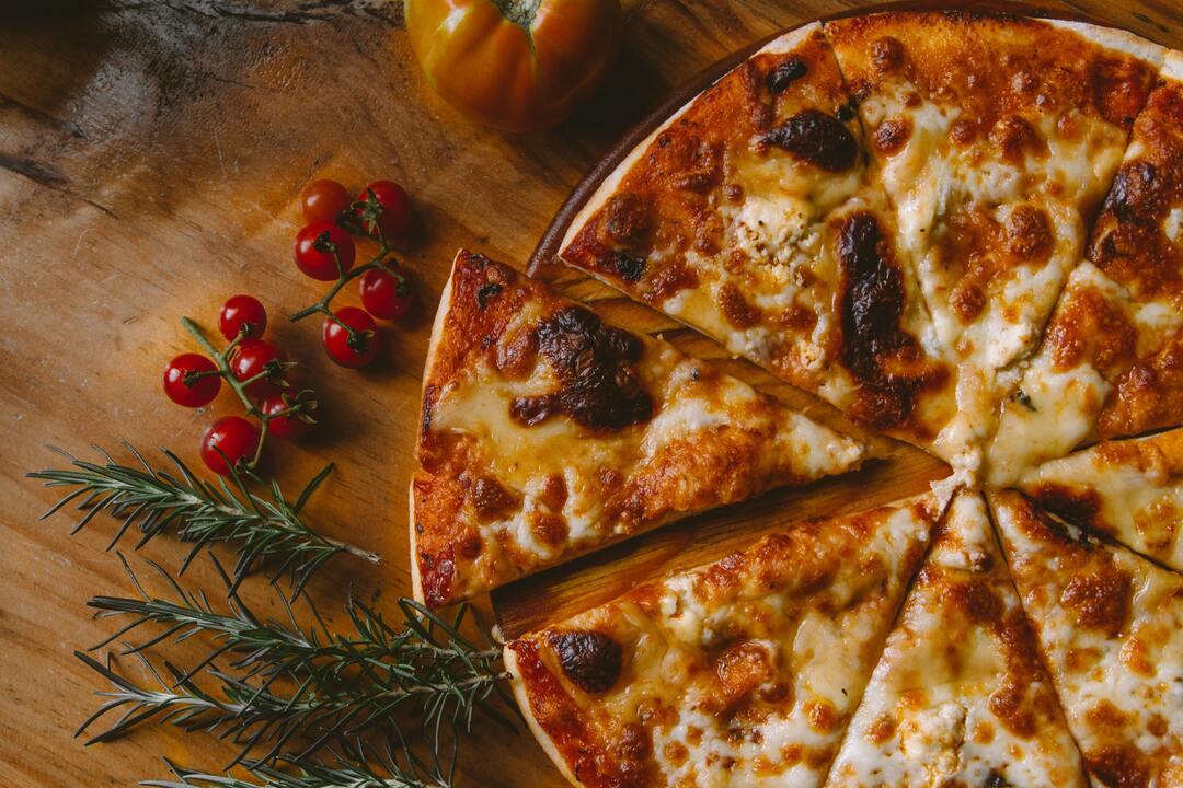 pizza-koopr-Ivan-torres-unsplash