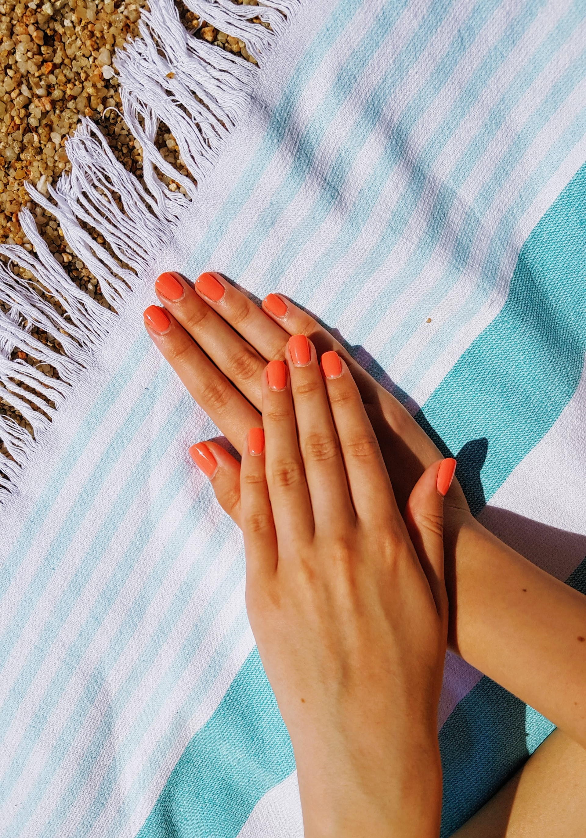 Koopr-mains-ongles-vernis-LazarGugleta-Unsplash
