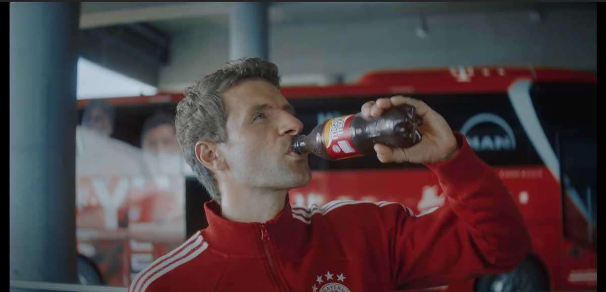 Coca Cola Werbung mit bekannten Fußballern