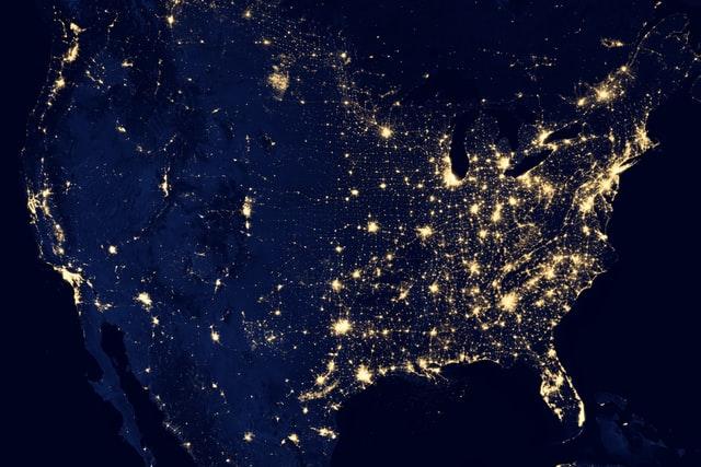Photographie aérienne de nuit des Etats-Unis