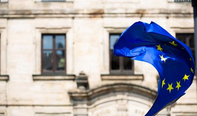 Drapeau de l'Union européenne qui flotte