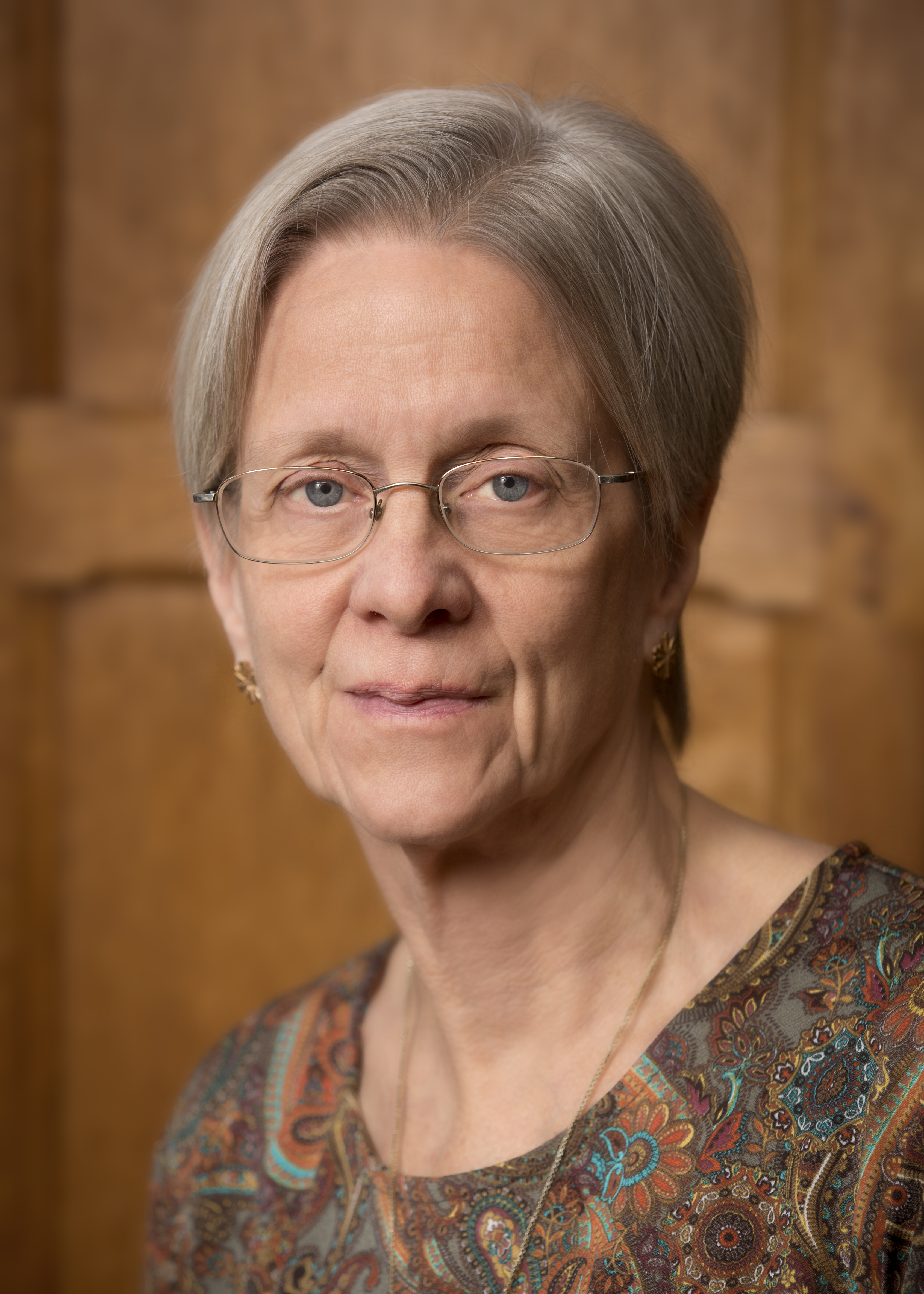 Portrait en couleur de la professeure Susan Rose-Ackerman