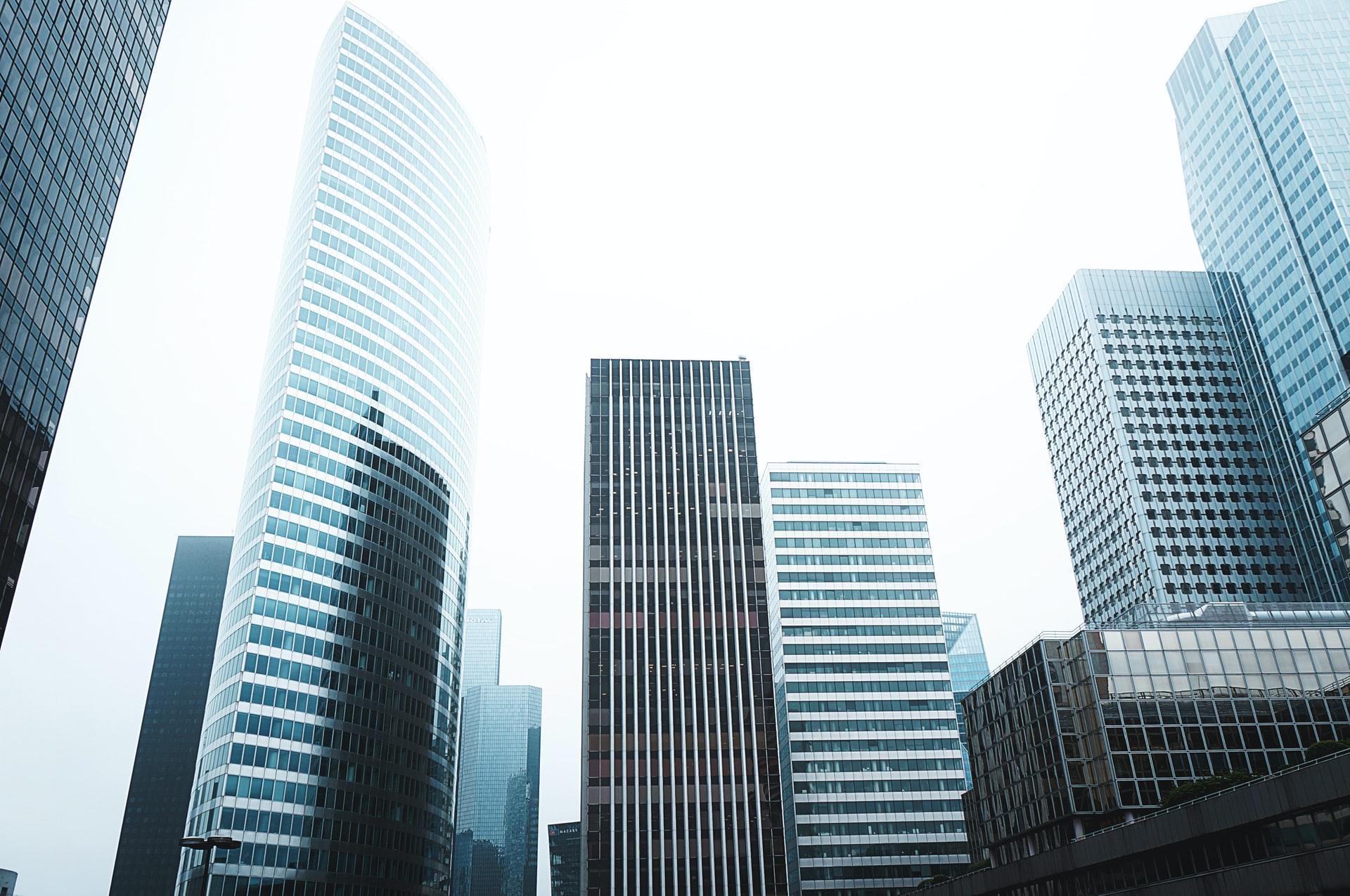 Photographie couleur de buildings