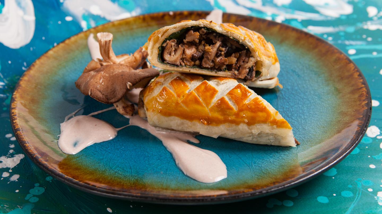 Mushrooms, rosemary and walnut Wellington with cheese sauce